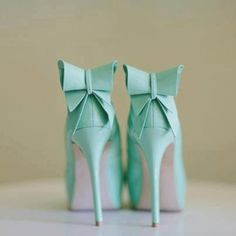 Tiffany blue bow heels must have these in my life. Azul Tiffany, Bleu Tiffany, Tiffany Blue Shoes, Tiffany Blue Dress, Tiffany Green, Crazy Shoes, Me Too Shoes, Color Menta, Mint Green