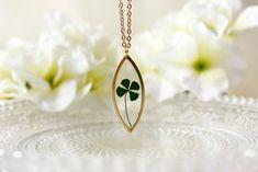 Resin / necklace/ green/ Pressed Flower, Clover, Resin Flower Necklace, Lucky necklace, Gift for her, Terrarium, Botanical, Christmas gift