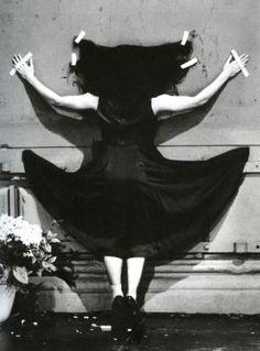 Fluxus, Mouvement d'Art contemporain : Humour, dérision, non-mouvement, anti-Art, art-distraction - Pina Bausch