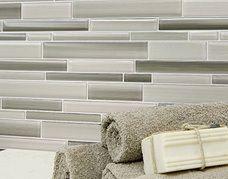 #VitraArt #Fusion #Glass #RandomStripMosaic #mosaic #tile #clay #grey #gray #grigio #roomscene #bath #kitchen #backsplash #monochrome