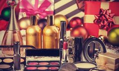 Glam up your holiday style for every festive party this season with the help of Nikkie Tutorials, Michelle Phan, Andrea's Choice, Jordan's Bone, and It's My Raye Raye. Our writer shares the best tutorials from YouTube's beauty gurus! #makeup #cosmetics #beauty #bbloggers #vloggers #christmas #holidays #style #hairstyles