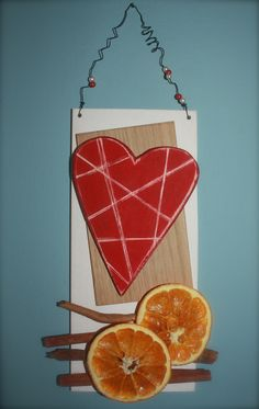 Un cuore rosso striato, le arance, la cannella...