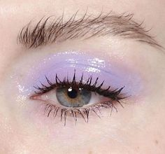 Glossy lilac eye make up. Messy brows.