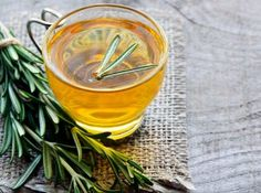 Amazing Health Benefits Of Rosemary Tea Rosemary Tea, Relieve Bloating, Troubles Digestifs, Stevia, No Cook Meals, Health Benefits, Herbalism, Beauty Hacks, Beauty Tips