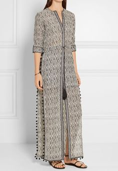 Discover recipes, home ideas, style inspiration and other ideas to try. Abaya Fashion, Muslim Fashion, Modest Fashion, Indian Fashion, Fashion Dresses, Kurti Neck Designs, Kurta Designs Women, Blouse Designs, Mode Abaya
