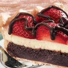 Brownie-Bottom Cheesecake Strawberry Pie