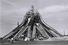 Fotografía del año 1959 extraída del Archivo Público de Brasilia de la Catedral Metropolitana Nossa Senhora Aparecida, diseñada por Oscar Niemeyer.