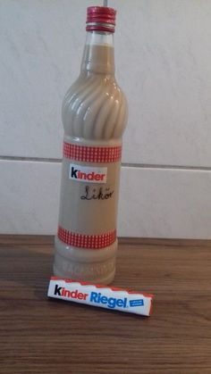 Kinderschokoladen-Likör ohne Ei Kinder chocolate liqueur without egg, a great recipe with image from Cookies And Cream Cake, Cake Mix Cookies, Easy Cheesecake Recipes, Cake Mix Recipes, Cooking Chef Gourmet, Blackberry Smoothie, Chocolate Liqueur, Chocolate Cookie Recipes, Pumpkin Spice Cupcakes