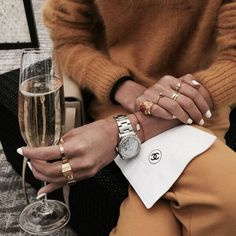 Silver watch and rings to accessorize. Silver watch and rings to accessorize. Silver watch and rings to accessorize. Fluffy Sweater, Instagram Girls, Disney Instagram, Instagram Fashion, Mellow Yellow, 90s Fashion, Style Fashion, Fashion Beauty, Chanel Fashion