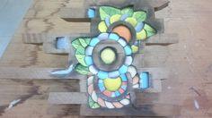 """Projeto """"Flores"""". Peça entalhada e pintada a mão em cedro(vendida)."""
