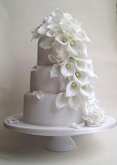 Calla Lilies Wedding Cake ❤ http://www.petitgateau.net/: