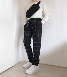 Streetstyle / Look Street-style Fashion Mode, Aesthetic Fashion, Aesthetic Clothes, Korean Fashion, Urban Aesthetic, Edgy Mens Fashion, Work Fashion, Womens Fashion, Mode Outfits