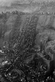 The gold mine. Serra Pelada, State of Pará, Brazil, 1986. ©Sebastião Salgado