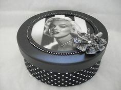 Caixa redonda preta vintage.