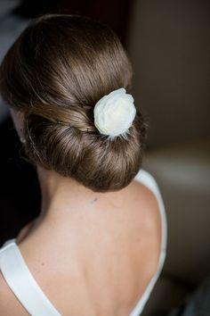 Idée et inspiration coiffure de mariage tendance 2017   Image   Description  S'il est une chose que vos convives scruteront avec au moins autant d'attention que votre robe de mariée le jour J, c'est bien votre coiffure pour votre mariage. Chignon