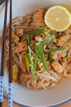 Chicken Pad Thai - The Taste of the Good- [Receta] Thai Chicken Pad Find the recipe step by step at: www. Beer Recipes, Thai Recipes, Chicken Recipes, Healthy Recipes, Pad Thai Receta, Kitchen Recipes, Cooking Recipes, Peruvian Recipes, Recipe Steps