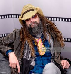 director-rob-zombie-live-in-the-imdb-studio-in-park-city-for-imdb-picture-id506645864 (986×1024)