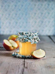 Gelée de rhubarbe et pommes Food, Easy Meals, Marmalade, Juices, Apple Juice, Jelly, Healthy Smoothies, Food Processor, Vegetables Garden