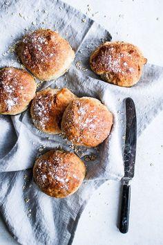 Easy bread recipe with oatmeal and Greek yogurt | louiogbearnaisen.dk