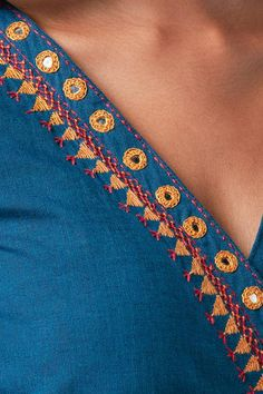 Diy Embroidery Patterns, Embroidery On Kurtis, Kurti Embroidery Design, Embroidery Neck Designs, Hand Embroidery Videos, Hand Embroidery Flowers, Hand Work Embroidery, Simple Embroidery, Embroidery Suits