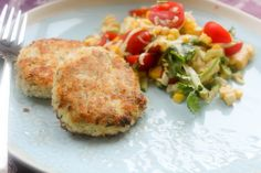 Make these low-calorie tilapia fish cakes with a corn and tomato salad, a perfect recipe for a healthy summer dish.