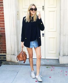 A Polished-Meets-Casual Way To Wear A Distressed Denim Skirt (Le Fashion) Look Casual, Style Casual, Casual Chic, Style Outfits, Casual Summer Outfits, Fashion Outfits, Sporty Outfits, Blazer Fashion, Outfit Summer