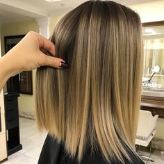 Dark haired girls really understand how to earn balayage their own. The amount of alternatives for brunette balayage is seemingly … Blonde Hair With Highlights, Brown Blonde Hair, Hair Color Balayage, Honey Highlights, Blonde Balayage, Auburn Balayage, Blonde Honey, Ombre Highlights, Medium Blonde