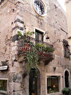 | ♕ | Balcone della casa vecchia- Taormina | by © Luigi FDV