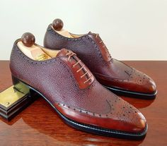 Ascot Shoes A custom pair leaving for Japanese surgeon in the morning. He wanted a contrasting Oxford with a grain and calf mixture. We commended the Bordeaux Scotchgrain with a gold museum calf. Me Too Shoes, Men's Shoes, Shoe Boots, Shoes Men, Ascot Shoes, King Shoes, Exclusive Shoes, Derby, Italian Shoes