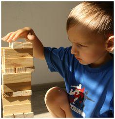 Stavebnice v dětech probouzí fantazii. Zpočátku postaví jen komín, ale později dokážou cokoli. Dřevěná stavebnice, dětské aktivity, dětské hry