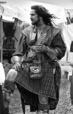 Geraed Butler in a kilt! This is a Photoshopped Gerard Butler 's head on another man in a kilt! Still pretty. Too bad though, i was hoping there was a whole movie of him in a kilt! Gerard Butler, Diana Gabaldon, Scottish Man, Scottish Dress, Scottish Actors, Scottish Kilts, Scottish Tartans, William Wallace, Men In Kilts