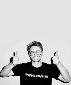 Terry Richardson takes some candid shots of Hollywood actor James Franco who displays his guns, flips the bird, pokes his eyes out and dons Terry's iconic specs. Franco Actor, James And Dave Franco, Terry Richardson, Franco Brothers, I See Stars, 3 Gif, Actor James, Fashion Tape, Famous Men