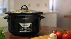 Easy crockpot meals that you can set it and forget in the slow cooker. Break out the crockpot just in time as the weather changes. Place all your ingredients in the crockpot and within a few hours you can enjoy a delicious crockpot meal. Best Slow Cooker, Crock Pot Slow Cooker, Slow Cooker Recipes, Crockpot Recipes, Chicken Recipes, Lunch Recipes, Vegan Recipes, Pad Thai Sauce, Slow Cooking