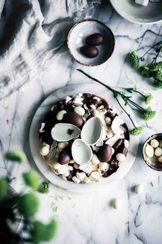 Pääsiäinen on taas täällä, joten kokosin tähän postaukseen muutaman ihanan leivontareseptin pääsiäiseksi leivottavaksi. Nämä suosikkireseptit sopivat ihanasti pääsiäisherkuksi ja näitä on myös todella hauska leipoa. Nämä reseptit ovat hieman tavallista helpompia ja ne sopivat kivasti leivottavaksi yhdessä perheen kanssa. Mukavia leivontahetkiä ja ihanaa pääsiäistä! Katso blogista reseptit :) Blueberry, Fruit, Food, Berry, Essen, Meals, Yemek, Blueberries, Eten