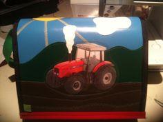 kindergartentasche.... wunsch des kindes: roter traktor auf dem feld...
