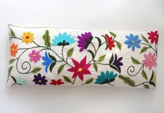 several different types of embroidered flowers Embroidery Needles, Crewel Embroidery, Hand Embroidery Designs, Cross Stitch Embroidery, Embroidery Patterns, Mexican Embroidery, Hungarian Embroidery, Creation Couture, Embroidered Flowers