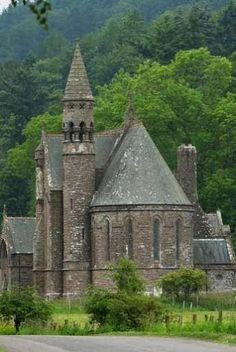 What a beautiful wedding venue in Scotland:  Drumtochty Castle