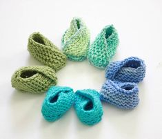 Free knitting pattern the Easiest Baby Booties Ever by Gina Michele. Baby Booties Knitting Pattern, Crochet Baby Booties, Knit Or Crochet, Loom Knitting, Baby Knitting Patterns, Free Knitting, Crochet Patterns, Knitted Baby, Simple Knitting