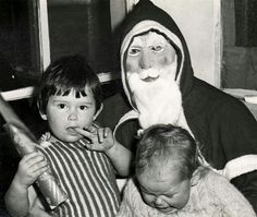The Ugly Santa. Your Christmas Won't Be Merry After Seeing The Scariest Santas In The World Dark Christmas, Christmas Past, Christmas Humor, Vintage Christmas, Santa Claus Photos, Bad Santa, All About Eve, Laugh A Lot, Weird Pictures