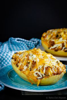 Southwest Stuffed Spaghetti Squash - This southwest stuffed spaghetti squash is absolutely fantastic. Filled with southwest flavours and so quick and easy to make!