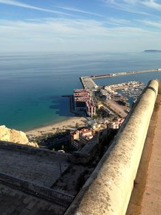 Día soleado en #Alicante... Fantástico!!!! Vistas desde el Castillo.