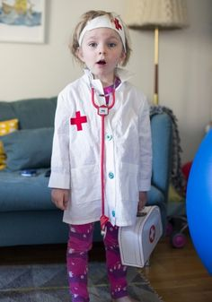My kid loves playing doctor so I made her a doctor robe and hat. Dress Up Costumes, Baby Costumes, Toddler Doctor Costume, Sewing For Kids, Diy For Kids, Vet Costume, Homemade Kids Toys, Diy Doctor, Doll Clothes