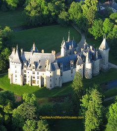 Château de Meillant, Meillant, Cher, Centre, France.  www.castlesandmanorhouses.com Château de Meillant egy reneszánsz kastély elemekkel ből a tizenharmadik században.  Ez volt Inscrit 1926 és Classe mint egy emlékmű historique 1963.