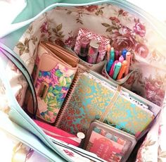 Purse organization for college days Kikki K, Planer Organisation, Purse Organization, College Backpack Organization, Midori, What's In My Purse, What In My Bag, Day Planners, Life Planner