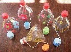 Vang de dop. Een spelletje dat heel makkelijk te maken is en daarna veel plezier geeft. Je hebt alleen een fles met dop, een extra dop en wat verf nodig.
