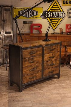 Realisation en metal et bois facon meuble de metier plus d'info sur : - Steel Furniture, Pallet Furniture, Furniture Projects, Rustic Furniture, Wood Projects, Industrial Design Furniture, Vintage Industrial Furniture, Rustic Industrial, Furniture Design