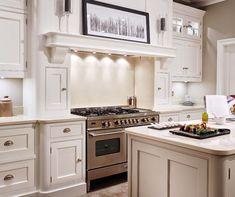 Choosing Your New Kitchen Cabinets Kitchen Hoods, New Kitchen Cabinets, Kitchen Paint, Aga Kitchen, Cupboards, Kitchen Mantle, Kitchen Dining, Kitchen Decor, Kitchen Ideas
