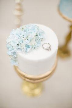 hydrangea wedding cake   Powder blue hydreangea Wedding   Ispirazione primaverile: Ortensie azzurro polvere http://theproposalwedding.blogspot.it/ #wedding #spring #blue #hydrangea #matrimonio #primavera #ortensie #blu
