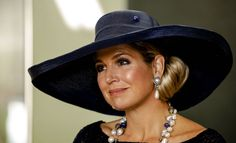 Queen Maxima on Royal Dutch State Visit to New Zealand on Nov. I really, really love this combination of colours! Wide Brimmed Hats, Advanced Style, Royal Jewelry, Queen Maxima, Royal Fashion, Elegant Woman, Hats For Women, Her Style, Cool Outfits