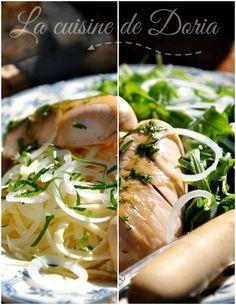 Salade strasbourgeoise  Ingrédients pour 4 personnes 600 gr de Gruyère 4 cervelas façon artisanal 1 oignon blanc et frais 1/2 bouquet de persil Roquette Vinaigrette 4 cs d'huile d'olive 2 cs de mielex 1 cc de raifort râpé 1 jaune d'oeuf...